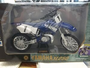NEW 1/6 Scale YAMAHA YZ250 die cast bike  Collector item ! Kingston Kingston Area image 1