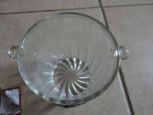 Italian crystal glass ice bucket with tongs Brand new in box London Ontario image 8