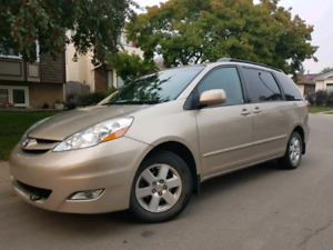 2009 Sienna LE  -  Low kms!  -  8 seats
