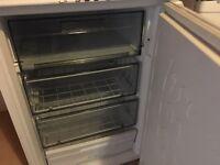 Free under work surface fridge & freezer