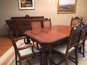 Beautiful Antique Dining Suite - $150 OBO