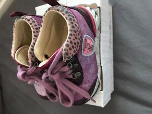 Soulier petite fille de marque falcotto acheté chez panda. 35$
