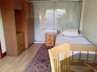 Short term- Large Double Room in Cowley