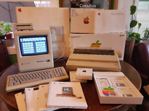 Collectible 1987 APPLE MACINTOSH PLUS COMPUTER & MORE MAC ITEMS