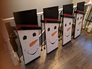 Reversible scarecrow/snowman wooden sign