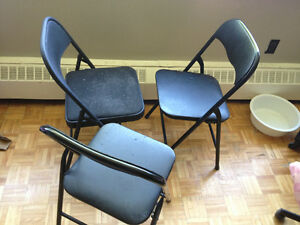 Selling 3 chairs for 5 $