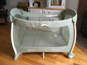 GRACO  Pack 'n Play pen for baby