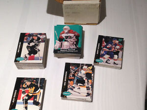 Sort # : 904 - 225 carte Hockey- set complete