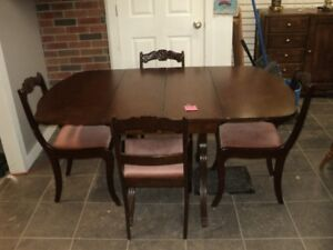 Dinning room table 4 chairs no leaf