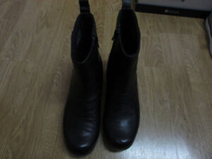 Womens Clarks leather ankle boots, size 6.  Worn once.