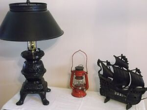 Cast Iron Ship Lamp/ Cast Iron Pot Belly Stove with Metal Shade