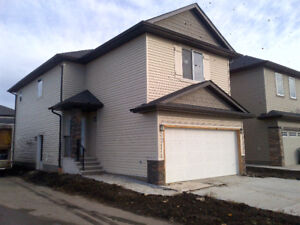 UPGRADED 4 BEDROOM 3.5 BATH HOUSE IN NE SADDLE STONE *FOR RENT*