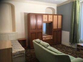 BEDSIT TO LET - Merthyr Town Centre