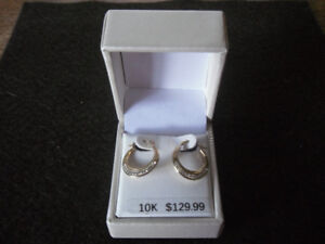 2 pairs of gold earrings - new - diamonds