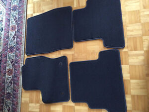 4 tapis d'auto