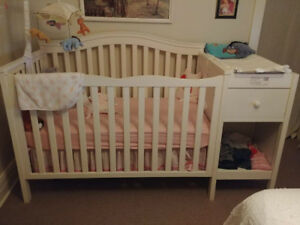 White crib with change table/mini dresser attached!!