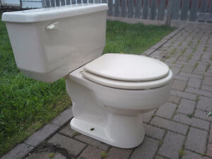 Toilette American Standard beige.