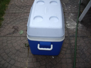 Ice bucket/carrier for camps, picnics, vacations, indoorparties