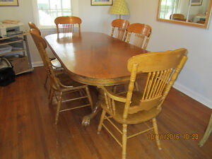 HIGHEST QUALITY SOLID OAK TABLE  WITH 6 PRESS BACK CHAIRS