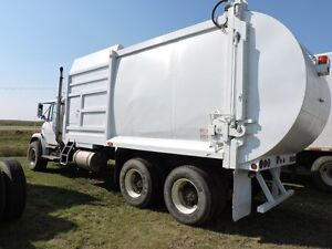 1999 DUAL STEERING FREIGHTLINER SIDE LOAD WASTE TRUCK