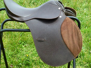 17 in SILVER FOX ENGLISH SADDLE IN GREAT SHAPE