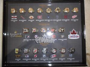 molson canadian 20 ring set and display case