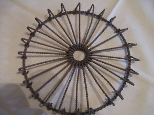 RARE OLD ANTIQUE 6.5-in.ROUND TWISTED METAL TEA POT TRIVET