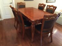 Wood Kitchen table with 6 chairs - table et 6 chaises