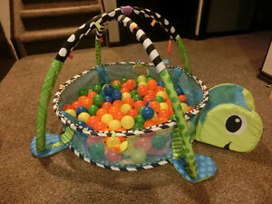 nfantino - Grow-with-Me Activity Gym & Ball Pit with more balls