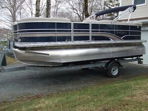 Sylvan 8520 Mirage CR LE Package with RPT Pontoons
