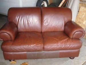 BEAUTIFUL LEATHER CHESTNUT BROWN LOVESEAT *** CAN DELIVER