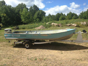 14' Boat 8hp Johnson motor with Trailer
