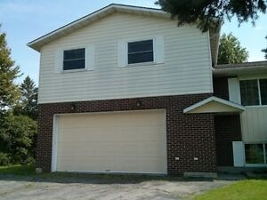 Private 2 BDR  Apartment!!!  Quick 401 Access. Cornwall Ontario image 1