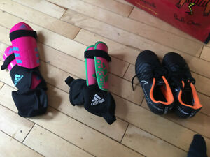 Kids soccer cleats and shin pads - Size 12