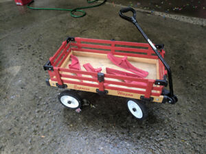 Convertible Pull Wagon for Summer and Winter c/w Skis.