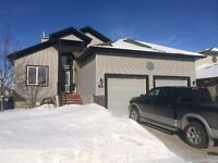 Immaculate Strathmore Bungelow, 3 bedroom plus den, on Canal