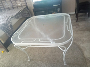 Solid white table