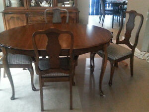 Dining Table, 4 chairs and Hutch Kingston Kingston Area image 2