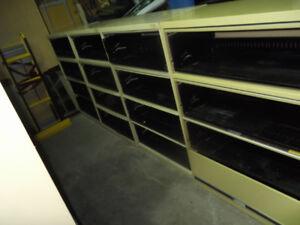 12 pieds d étagere avec tiroirs coulissants...livraison possible