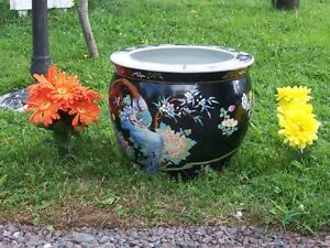 FOR SALE FLOWER POT IN GOOD CONDITION,