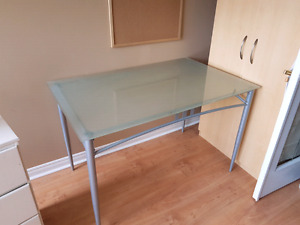 Kitchen / Dining table with 4 chairs