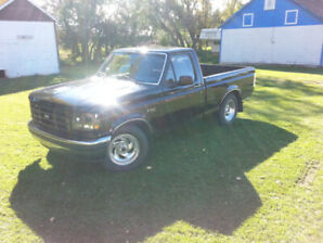 1995 Ford F150 - Short Box - 5.8L 2WD