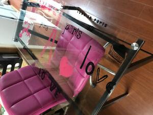 table de travail et chaise