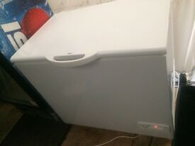 White zanussi W 100cm chest freezer good condition with guarantee bargain