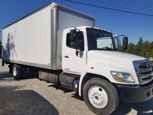 """2012 HINO 268 """"G LICENCE"""" AUTOMATIC 24 FT. BOX WITH TAILGATE"""