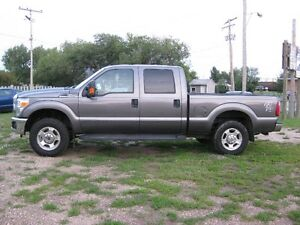 2013 Ford F-250 SUPERDUTY XLT Pickup Truck