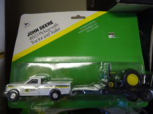 JOHN DEERE 4WD PICKUP WITH TRACTOR & TRAILER 1/64 SCALE DIECAST