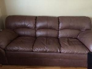 Causeuse 2 places ET sofa 3 places en cuir COMME NEUF