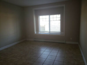 $1300 / 2br - SIDE SUITE FOR RENT