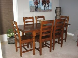 oak harvest table and 6 chairs. almost new